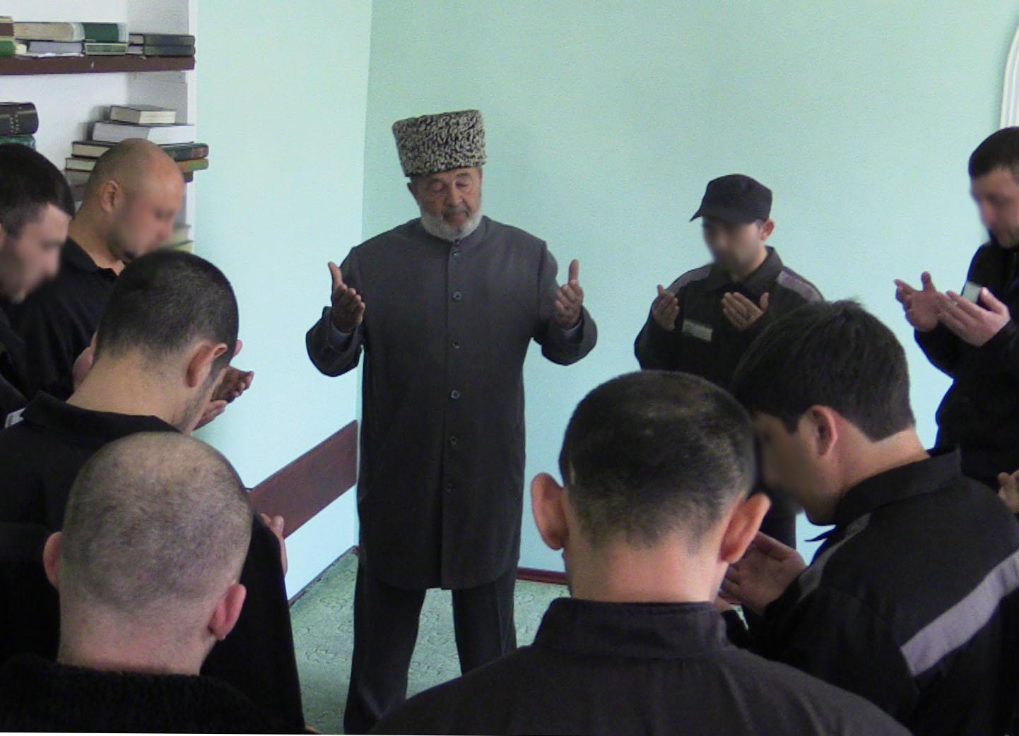 Священнослужители традиционных религиозных конфессий рассказали о специфике духовно-просветительской работы в исправительных учреждениях Адыгеи