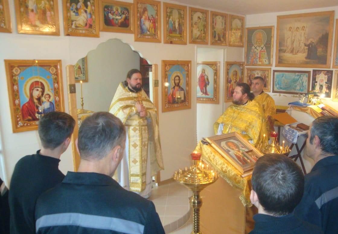 В храме святителя Николая Чудотворца исправительной колонии № 2 отслужили литургию