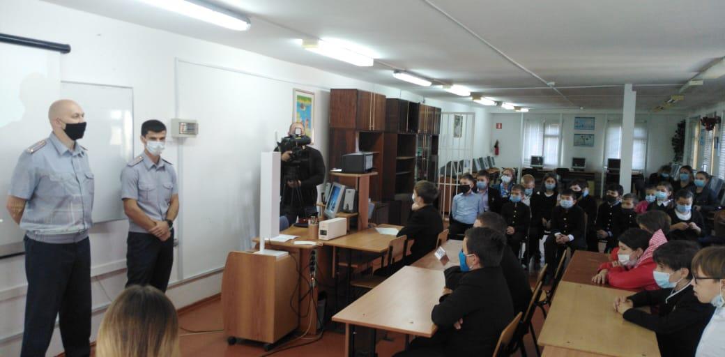 В Адыгее сотрудники УИС провели урок правопослушного поведения для учеников православной гимназии